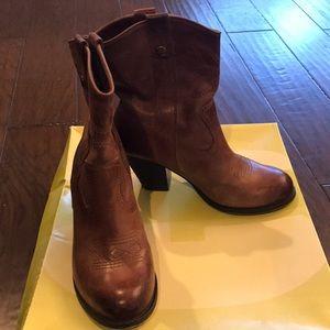 GB vintage brown boots